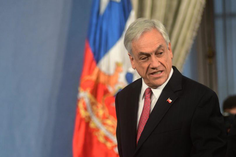 Piñera envía proyecto de conducta antisocial: se castigarán rayados en las calles y destrozos hechos por estudiantes