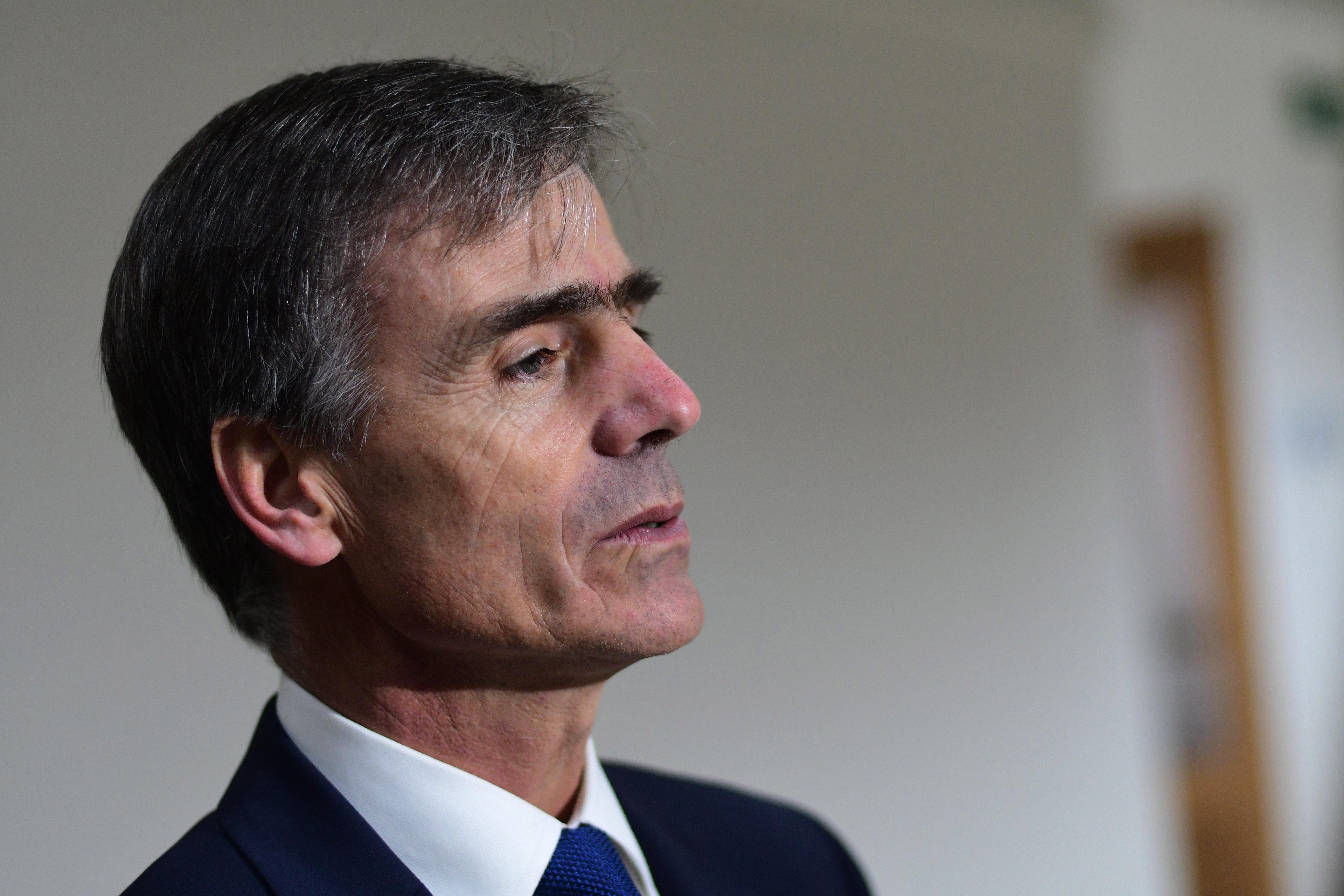 """""""Ministro Valente se defiende de críticas: recomendación de invertir fuera de Chile"""