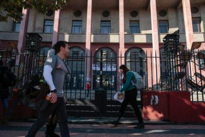 Estudiantes deponen toma feminista de Facultad de Derecho de U. de Chile tras más de 70 días