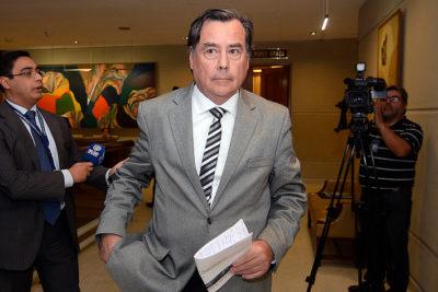 """UDI Osvaldo Urrutia sigue en su cruzada por uso de chaqueta en el Congreso: """"El 80% de los diputados viene bien vestido"""""""