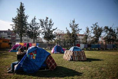 Vecinos se toman cancha de Ñuñoa en demanda de viviendas sociales