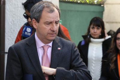"""Cones organiza """"bingo simbólico"""" en el Mineduc para pedir la renuncia de Gerardo Varela"""