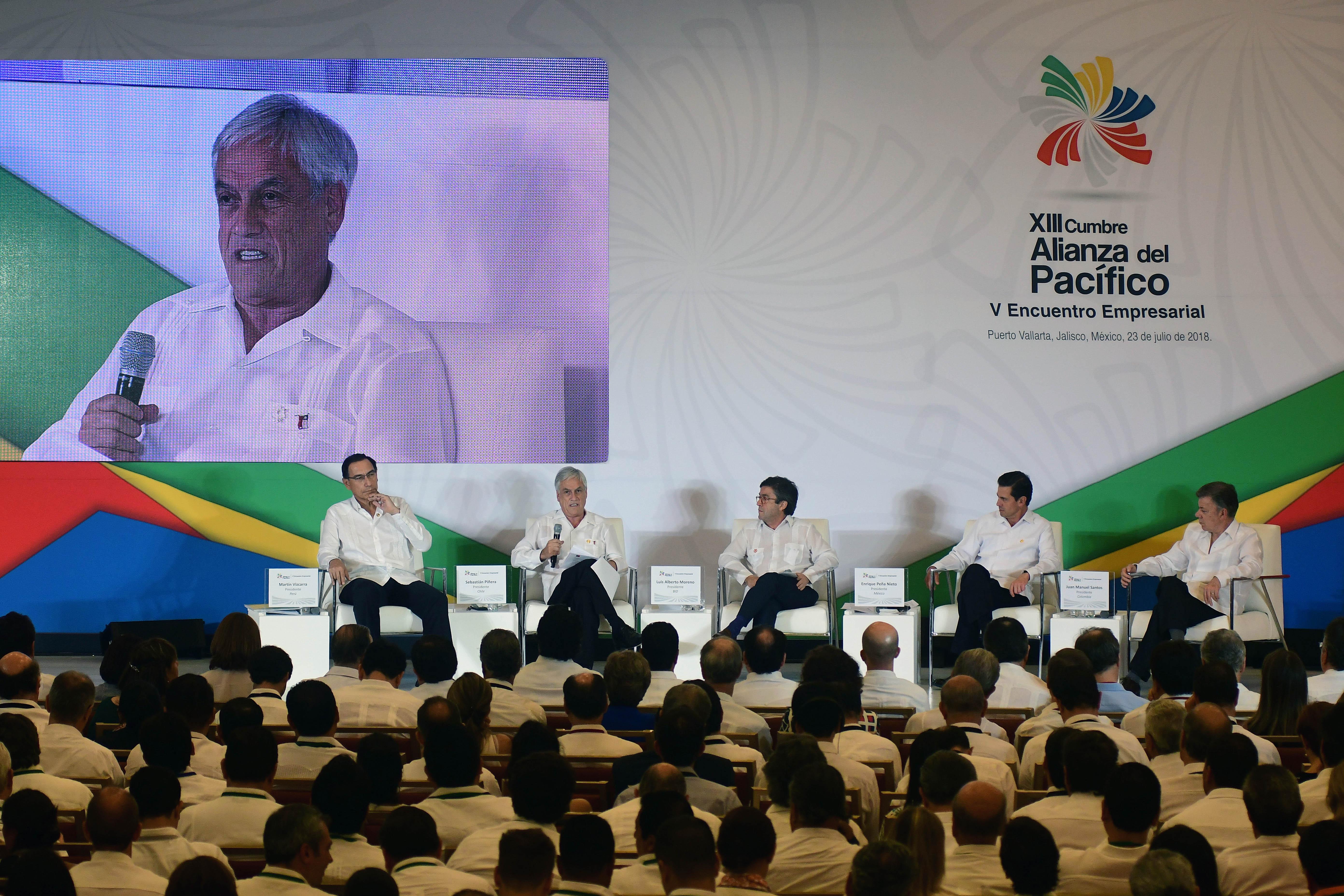"""""""La broma que lanzó Sebastián Piñera al presidente del BID en medio de encuentro empresarial"""""""