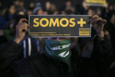 The Guardian critica al gobierno de Piñera por lentitud a la hora de condenar ataque a mujeres en marcha por aborto