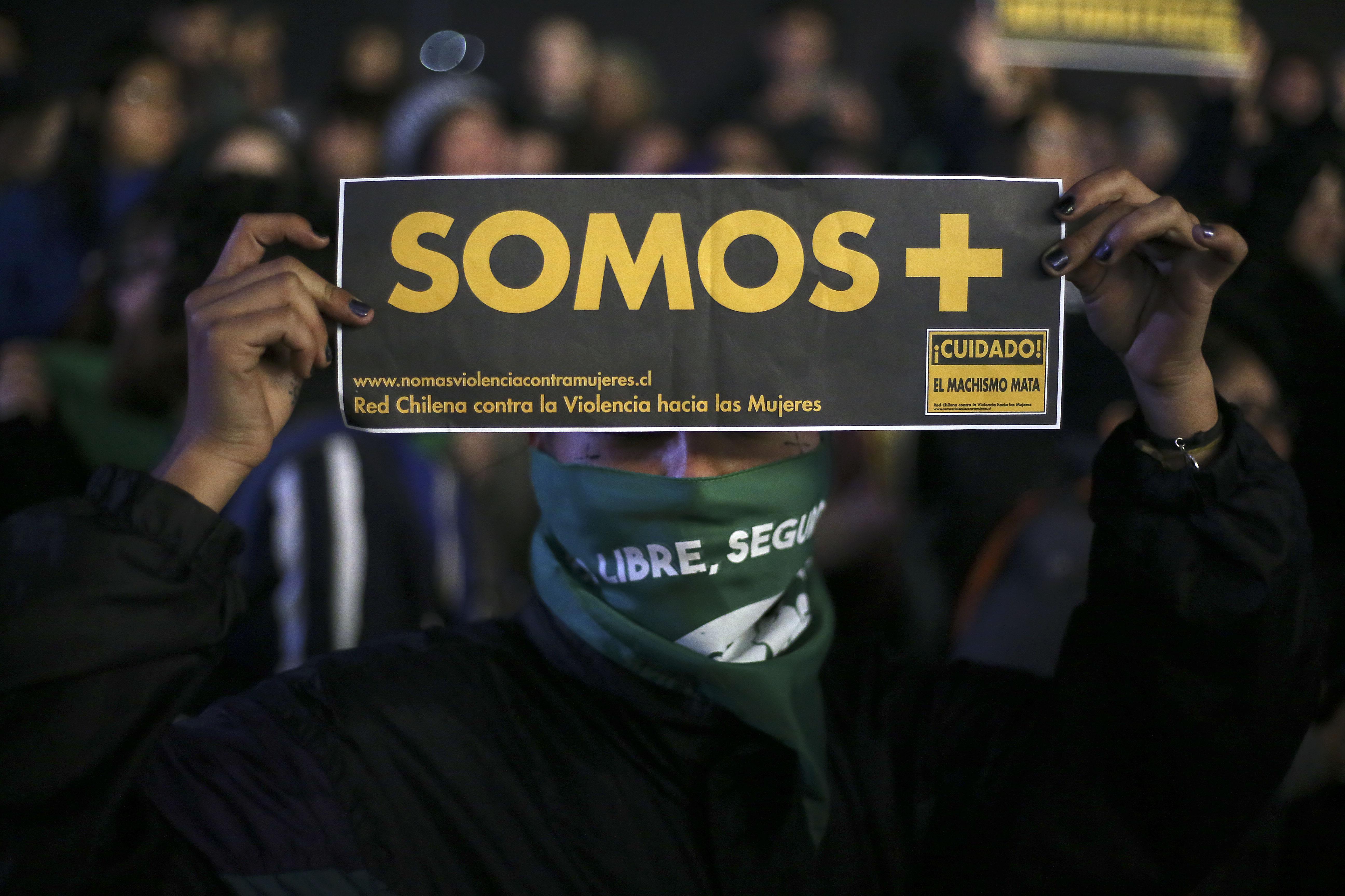 The Guardian critica al gobierno de Piñera por no condenar ataque a mujeres en marcha por aborto