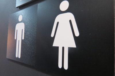 Universidades con baños mixtos para alumnos, otro paso para la inclusión en educación