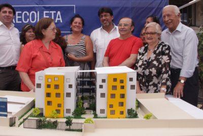 """Alcalde Jadue y Recoleta adjudican la Inmobiliaria Popular: """"Estamos avanzando en una real integración social"""""""