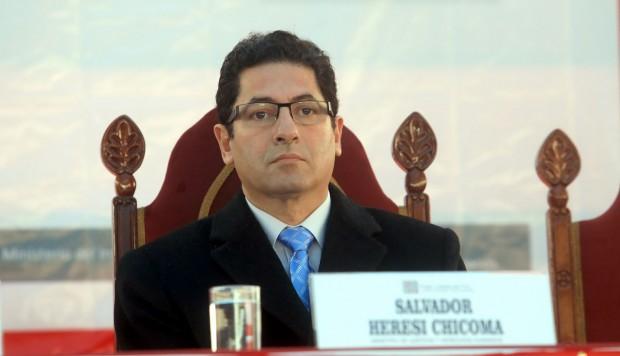 Ministro de Justicia de Perú es destituido y suspenden a cinco jueces por casos de corrupción