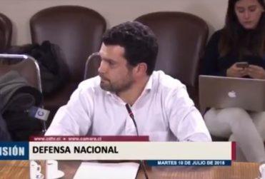 """Respuesta de doctor en derecho tras críticas de diputados que le pedían """"ponerse chaqueta"""" para ir a comisión"""