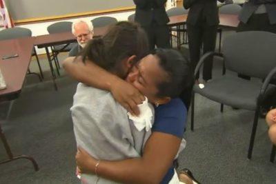 VIDEO | Emotivo reencuentro de una madre y su hija tras 55 días separadas por Trump