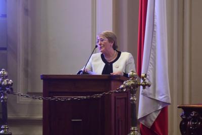 """Bachelet acusa que proyecto de cambio de Constitución fue """"injustamente invisibilizado"""""""