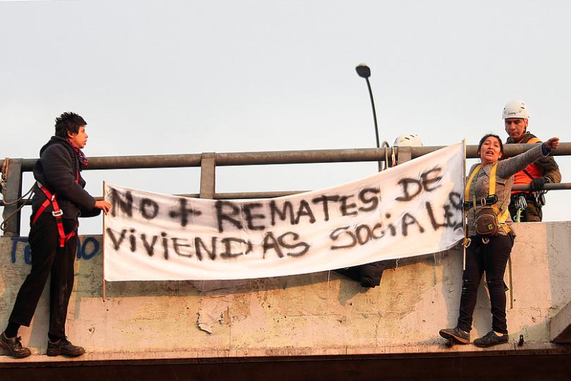 """El llamativo rótulo de las """"viviendas sociales"""""""