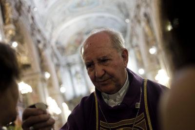 """Errázuriz asegura no haber recibido """"ninguna comunicación"""" sobre su salida del círculo de asesores del Papa"""