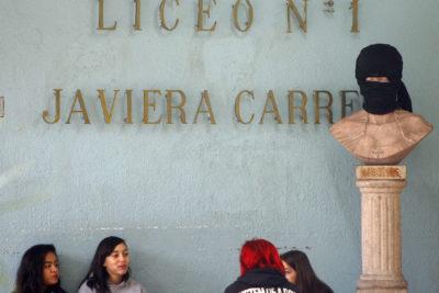 Dirección de Educación Municipal de Santiago inicia sumario contra profesor y directora del Liceo 1 por denuncia de abuso sexual