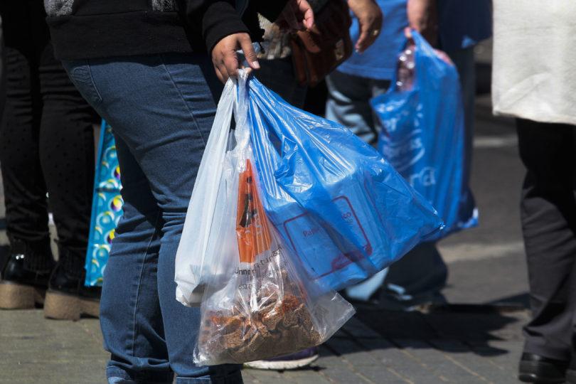 [VIDEO] Comienza a regir ley de prohibición de bolsas plásticas en Chile