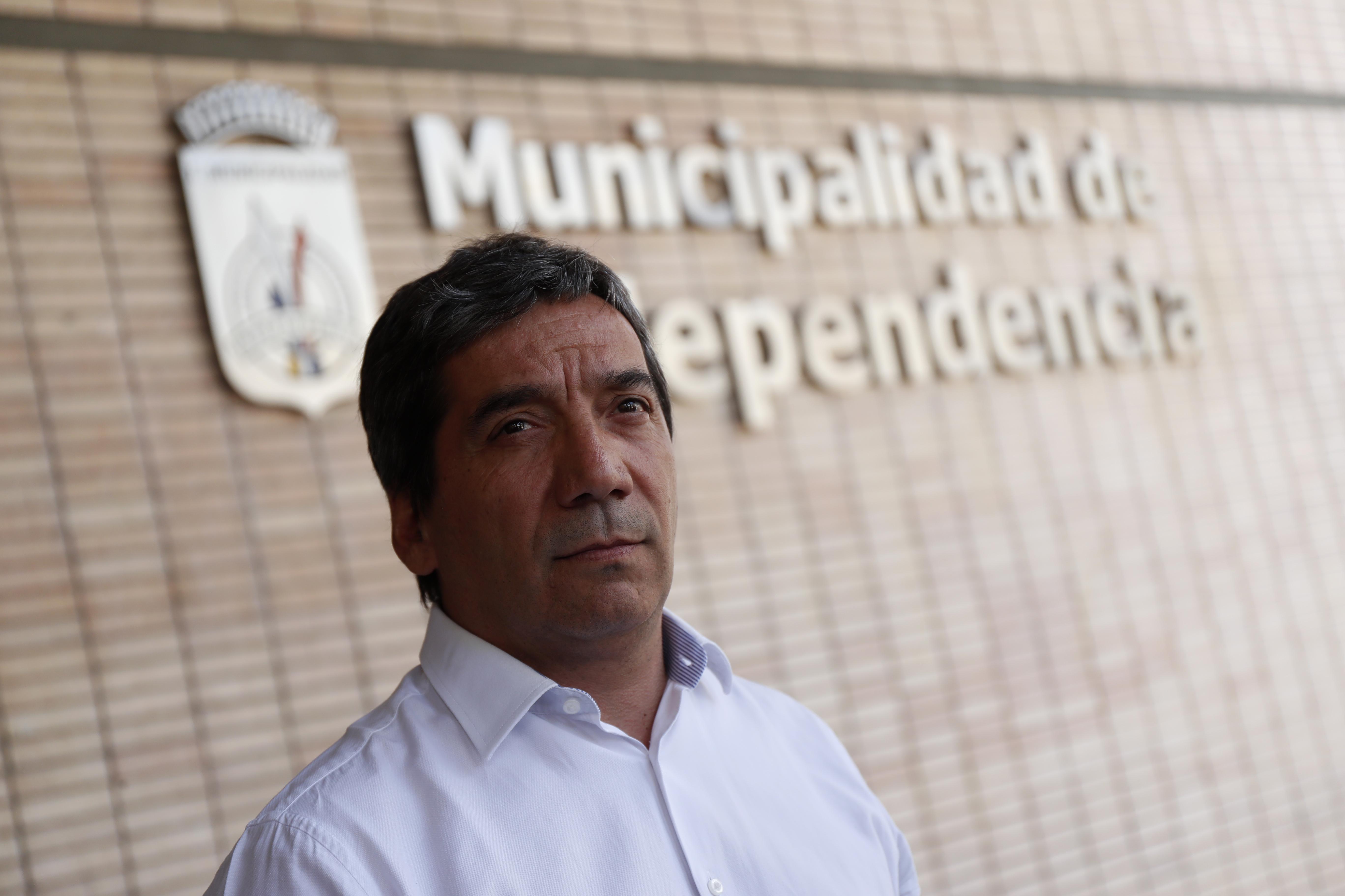 """""""Independencia niega que despido de profesor tenga que ver con polémica por libro de Lemebel"""""""