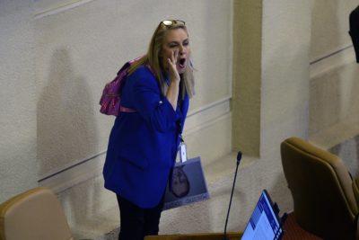 Comisión sancionó con $182 mil de su dieta a Pamela Jiles por altercado con Ignacio Urrutia