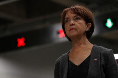 Ministra de Transportes Gloria Hutt reconoce que era usuaria de Uber hasta que la llamó Piñera