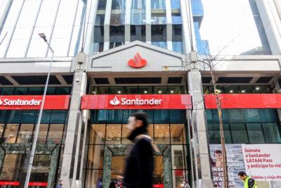 Filtran presunta lista de trabajadores del Banco Santander con casi 13 mil nombres