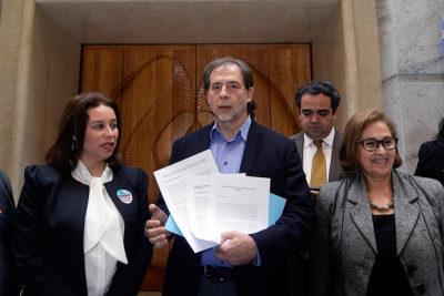 Senador Guido Girardi ingresa al Congreso proyecto de aborto libre