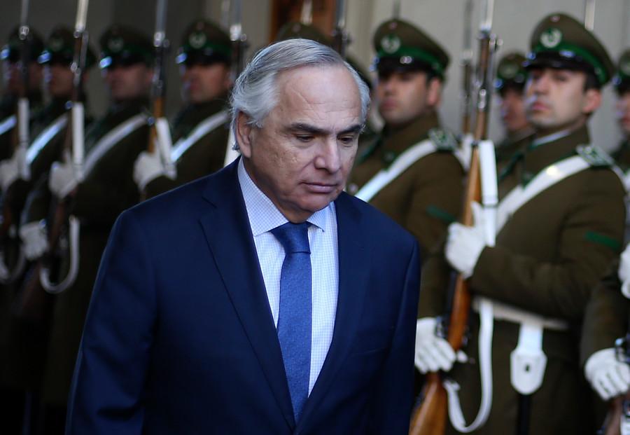 Andrés Chadwick sale aclarar parentesco con flamante ministra Consuelo Valdés Chadwick
