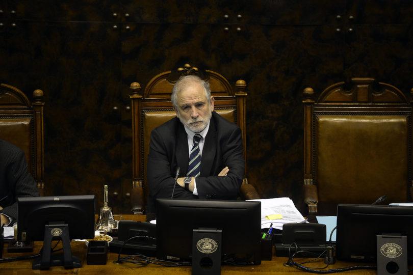 """Senador Montes anticipa discusión por sueldo mínimo: """"Da vergüenza votar un reajuste de sólo 10 mil pesos"""""""