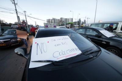 Colectiveros bloquean Vicuña Mackenna y se enfrentan a Carabineros por protesta contra Ley Uber