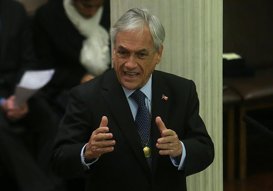 Piñera pide a la U. Chile contribuir a que el país esté en la vanguardia del desarrollo de la ciencia y la tecnología