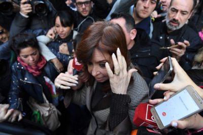 Juez procesa con prisión preventiva a Cristina Fernández por caso de sobornos