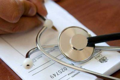 Colegio Médico se enfrenta al Ministerio de Salud por límite a licencias médicas