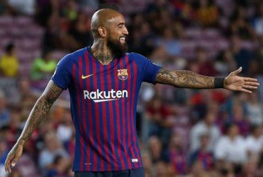 VIDEO | Gesto de Arturo Vidal con niños hinchas del Barcelona se robó el corazón de los fanáticos