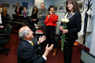 Nuevo core de Petorca sorprendió con petición de matrimonio en plena ceremonia de juramento