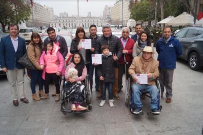 Entregan nuevos cupos de taxis para personas con discapacidad