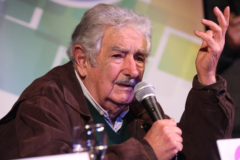 """José Mujica llama a la izquierda a no vivir como la """"minoría privilegiada"""": """"Tenemos que vivir como vive la inmensa mayoría"""""""