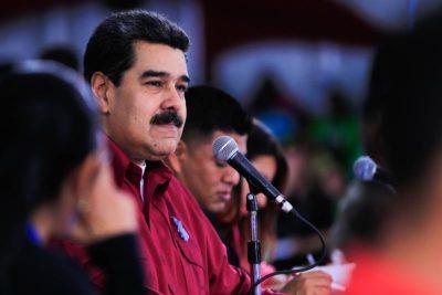 """Maduro asegura que venezolanos que se van del país lo hacen con los bolsillos """"llenos de dólares"""""""