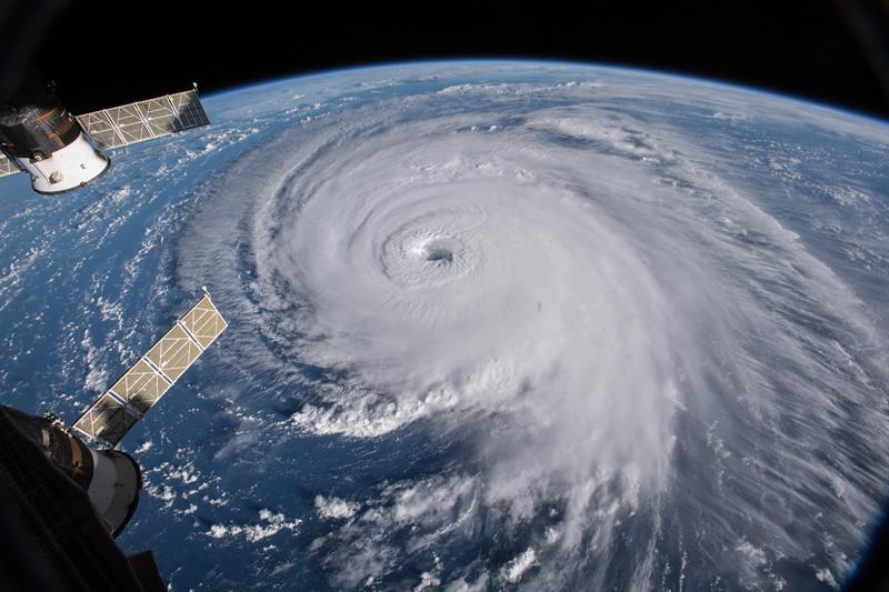 Huracán Florence baja su categoría pero mantiene su potencial destructor a menos de 500 kms. de EE.UU.
