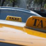 Taxista arrastra 50 metros a comerciante para robarle su equipaje