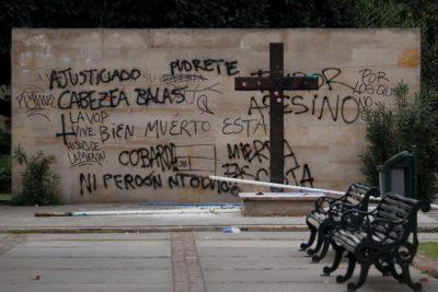 Pepa Hoffmann viraliza foto de cómo quedó la tumba de Jaime Guzmán tras ataque e incendia todo con mensaje a la izquierda