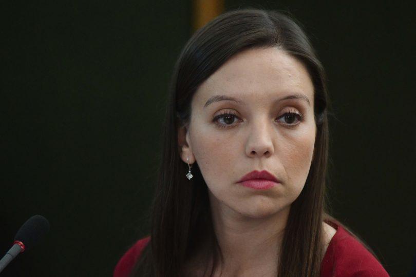 """Camila Flores agradeció a militares que hicieron """"libre"""" a Chile y diputada Cicardini le mandó un ubicatex vía Twitter"""