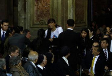 """""""En cualquier momento les queda la cagá"""": cuatro videos de la funa contra Piñera y el Te Deum en la Catedral"""