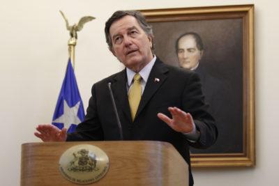 """Canciller Ampuero insiste en que el territorio soberano """"no será parte de negociación alguna"""""""