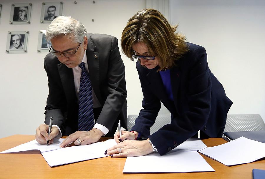Mineduc y Usach firman convenio para continuar estudios de más de mil alumnos de U. Iberoamericana