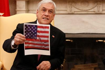 """""""Y nosotros éramos los antipatriotas"""": las reacciones del mundo político al regalo de Piñera a Trump"""