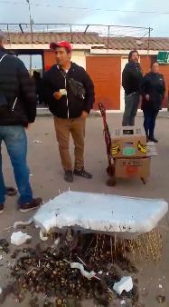 Vendedor de la Pampilla perdió todos sus productos y así reaccionó la gente
