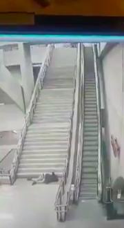 Joven cayó por las escaleras de la Línea 6 del Metro y dio la vuelta al mundo
