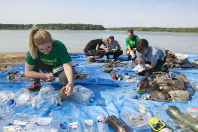 """Ciudadanos de decenas de países limpiarán y """"auditarán"""" el plástico del planeta"""