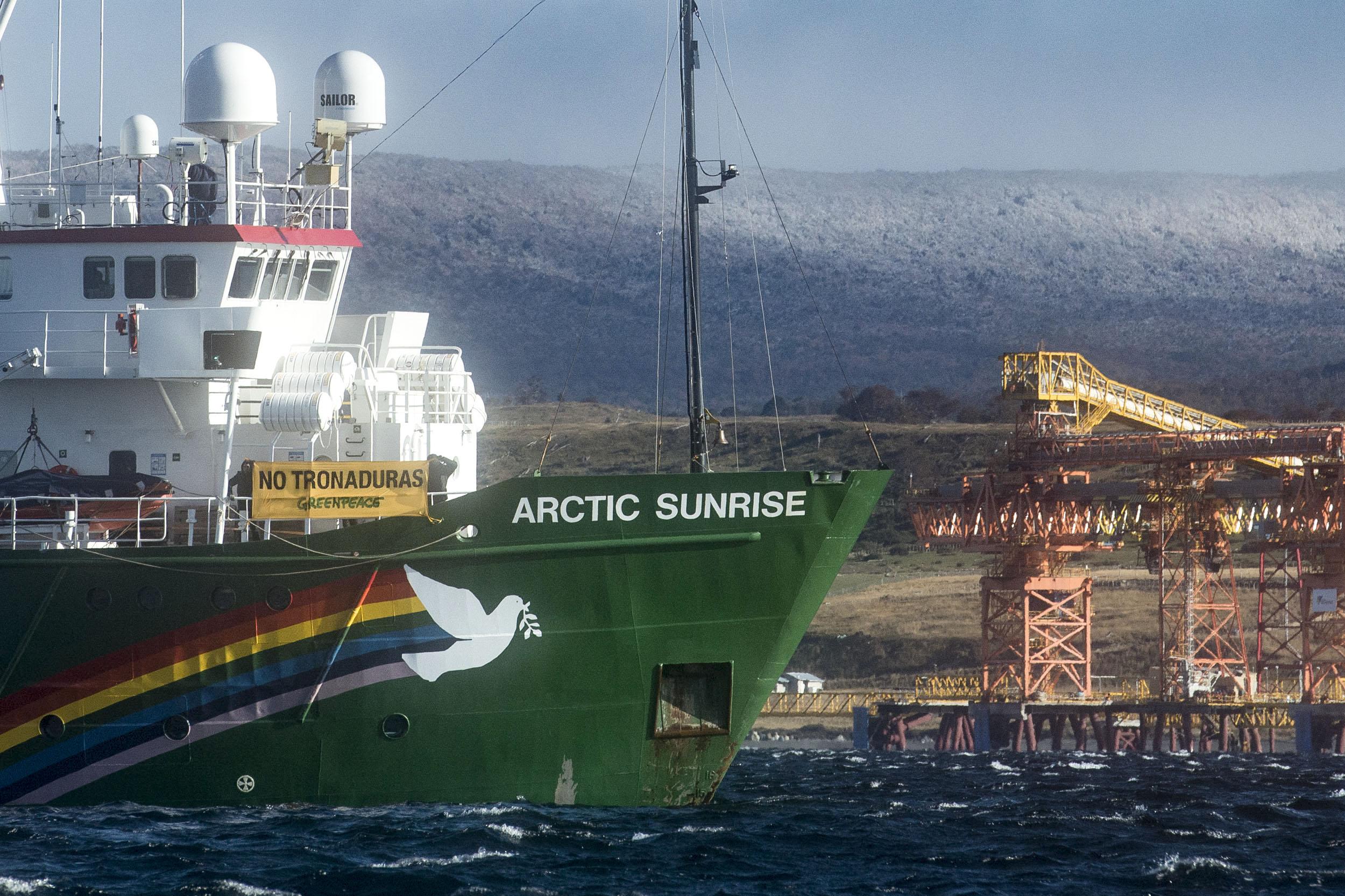 """Greenpeace y tronaduras en Isla Riesco: """"Se cae a pedazos el compromiso del gobierno"""""""