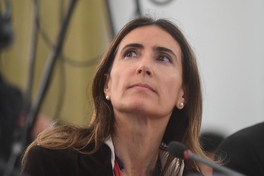 """Ministra Schmidt dice ser blanco de críticas por """"su condición de mujer"""" en medio de manejo por crisis en Quintero"""