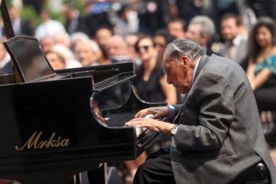 Ministerio de las Culturas realizará homenaje para despedir a Vicente Bianchi