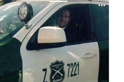 """Diputado PS denuncia a funcionario público por usar foto en vehículo policial para """"promocionarse"""" en Tinder"""